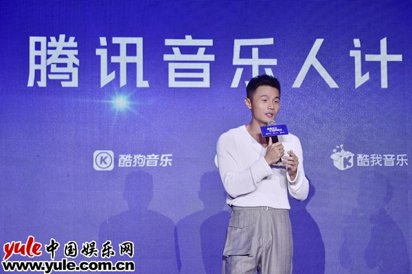 """李荣浩唱作才华备受专业认可 受音乐人计划力邀成""""梦想代言人""""_0资讯生活"""
